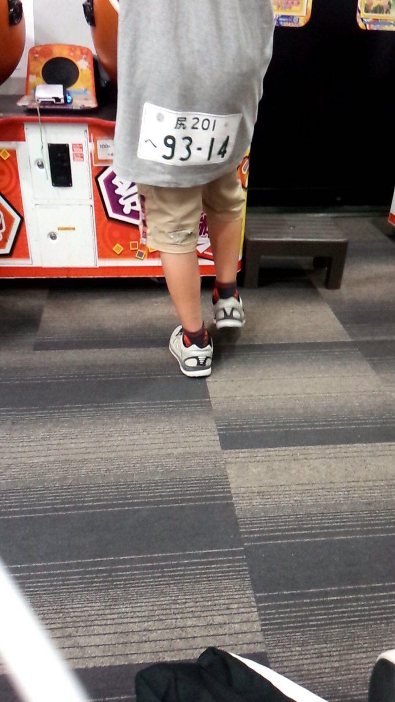 ゲーセンの子どもが着ていたおもしろいTシャツ(笑)