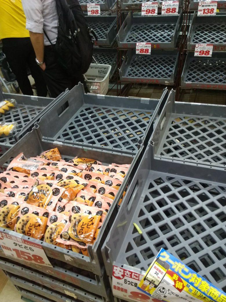 【台風と品切れおもしろ画像】台風襲来で菓子パンが売り切れる中、売れ残る「タピどら」(笑)