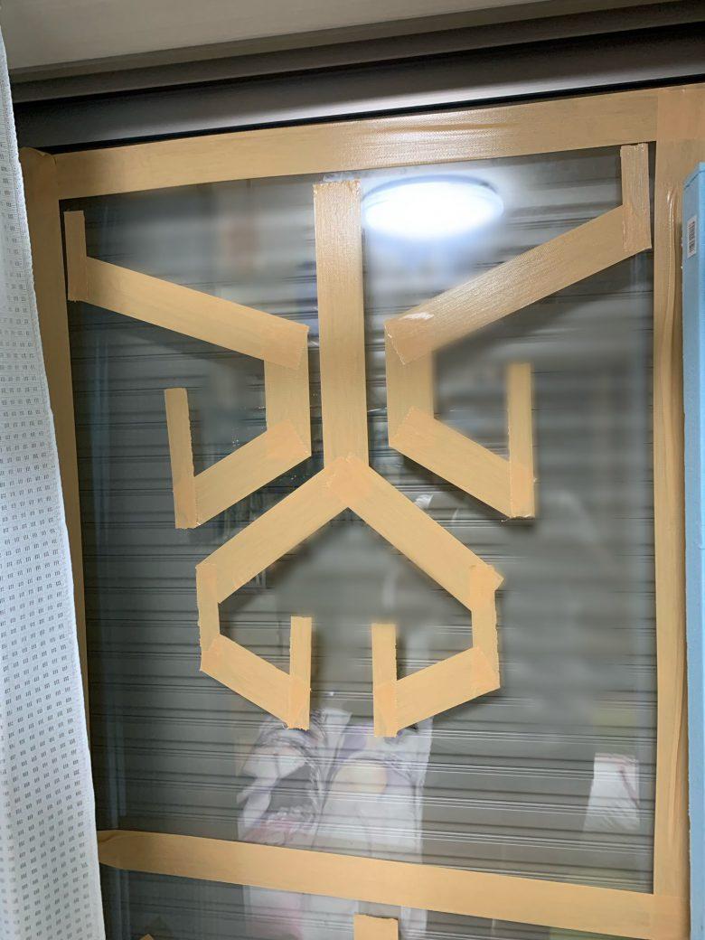 【台風おもしろ画像】台風の窓ガラス対策で絶対に割れないテープのおもしろい貼り方(笑)