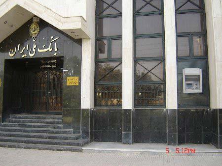 高すぎて届かないイランの設計ミスATM(笑)