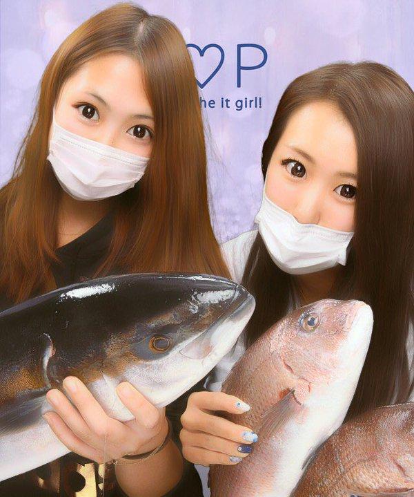 魚ワラサとプリクラを撮る女子(笑)