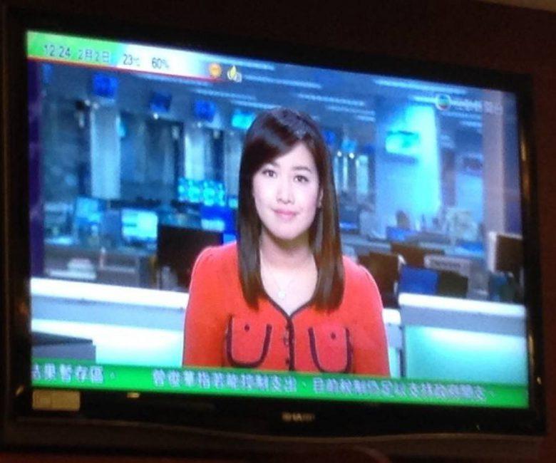 【ファッションおもしろ画像】海外のニュースキャスターが着ている服にびっくり(笑)