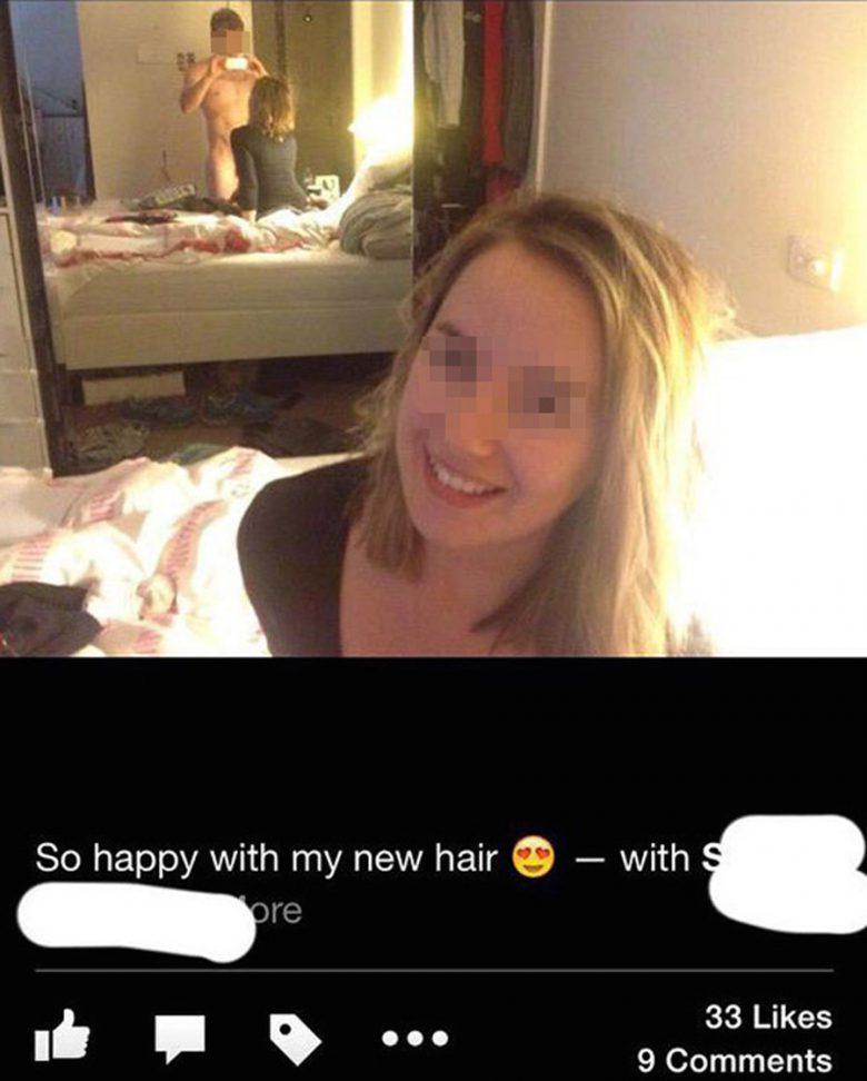 【反射写り込みおもしろ画像】鏡の反射に写りんだ彼氏に気付かず、SNSにアップする女性(笑)