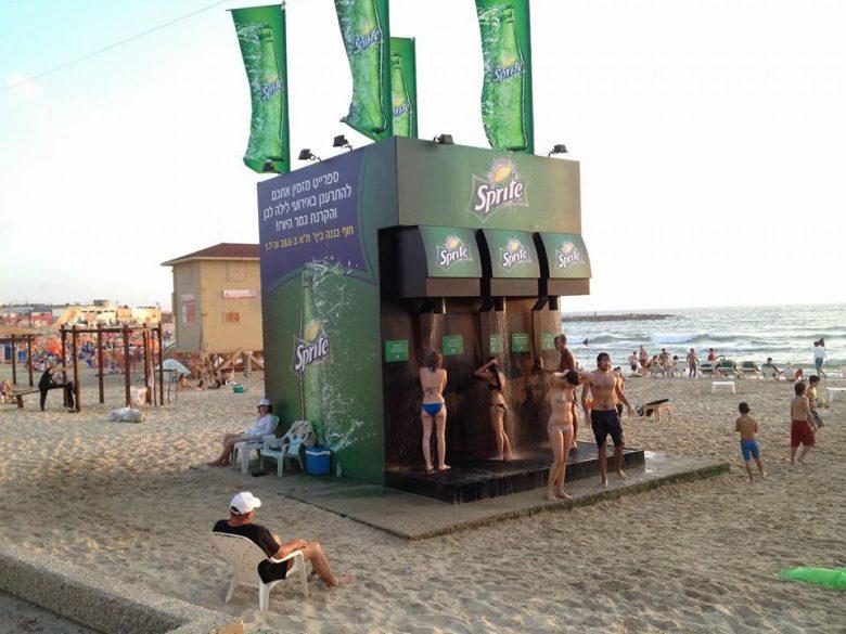 【海おもしろ画像】スプライトが海に設置した巨大ソーダマシンシャワーがおもしろそう(笑)