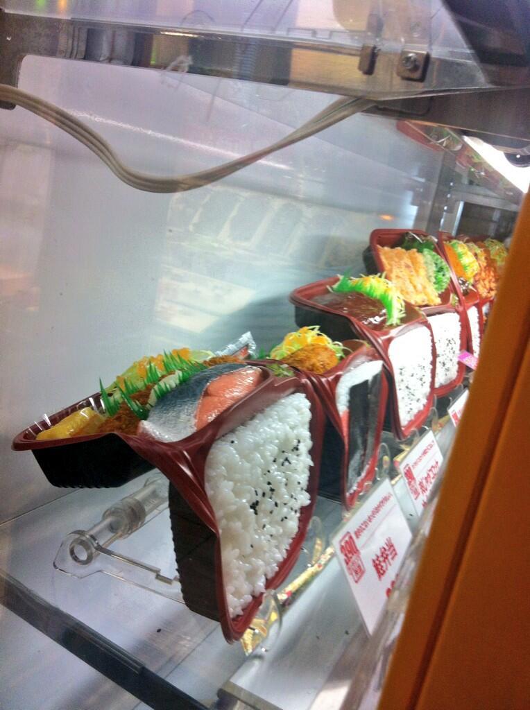 【猛暑の食品サンプルおもしろ画像】猛暑で溶けたオリジン弁当の食品サンプル(笑)