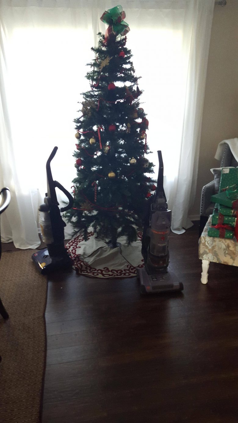 【犬とクリスマスツリーおもしろ画像】犬からクリスマスツリーを守る方法(笑)
