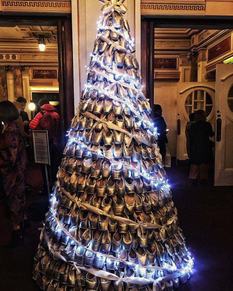 美しいトゥシューズのクリスマスツリー!
