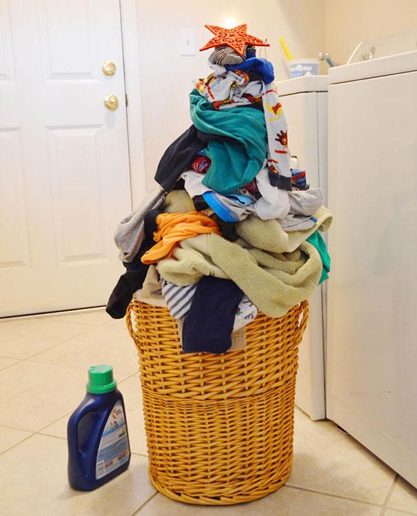 【変わったクリスマスツリーおもしろ画像】面倒くさがりな人の洗濯物クリスマスツリー(笑)