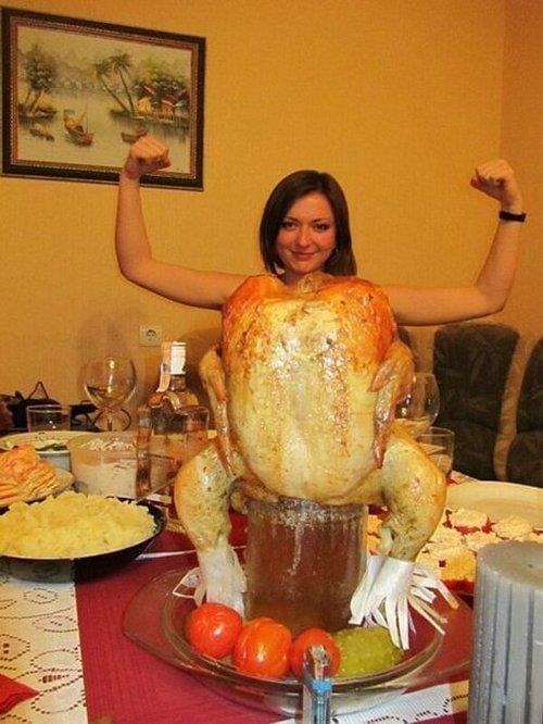 【クリスマスおもしろ画像】マッチョなクリスマスディナーのターキー(笑)