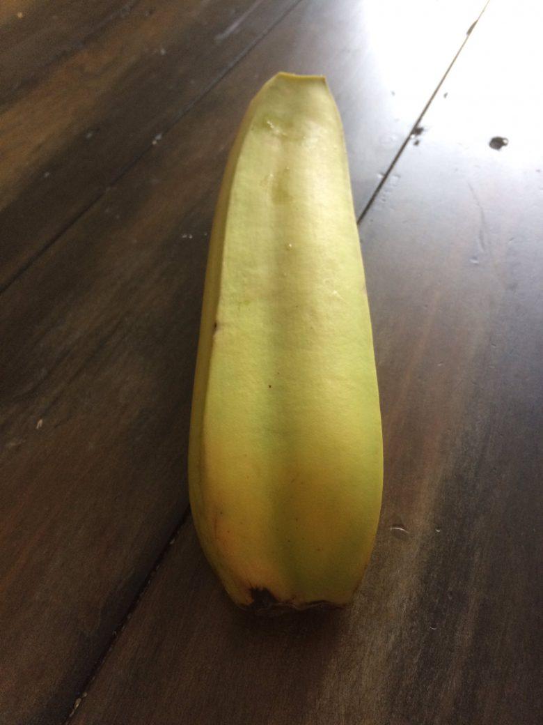 【変わった果物おもしろ画像】変な形だと思ってたら、まさかの双子バナナ(笑)