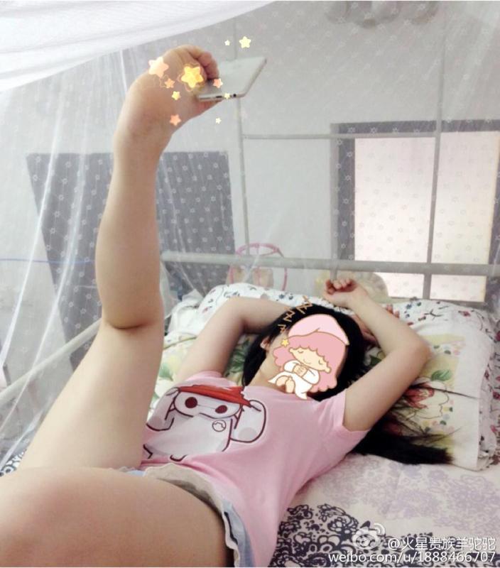 【自撮りおもしろ画像】中国で流行した手を使わない自撮り方法が器用すぎ(笑)