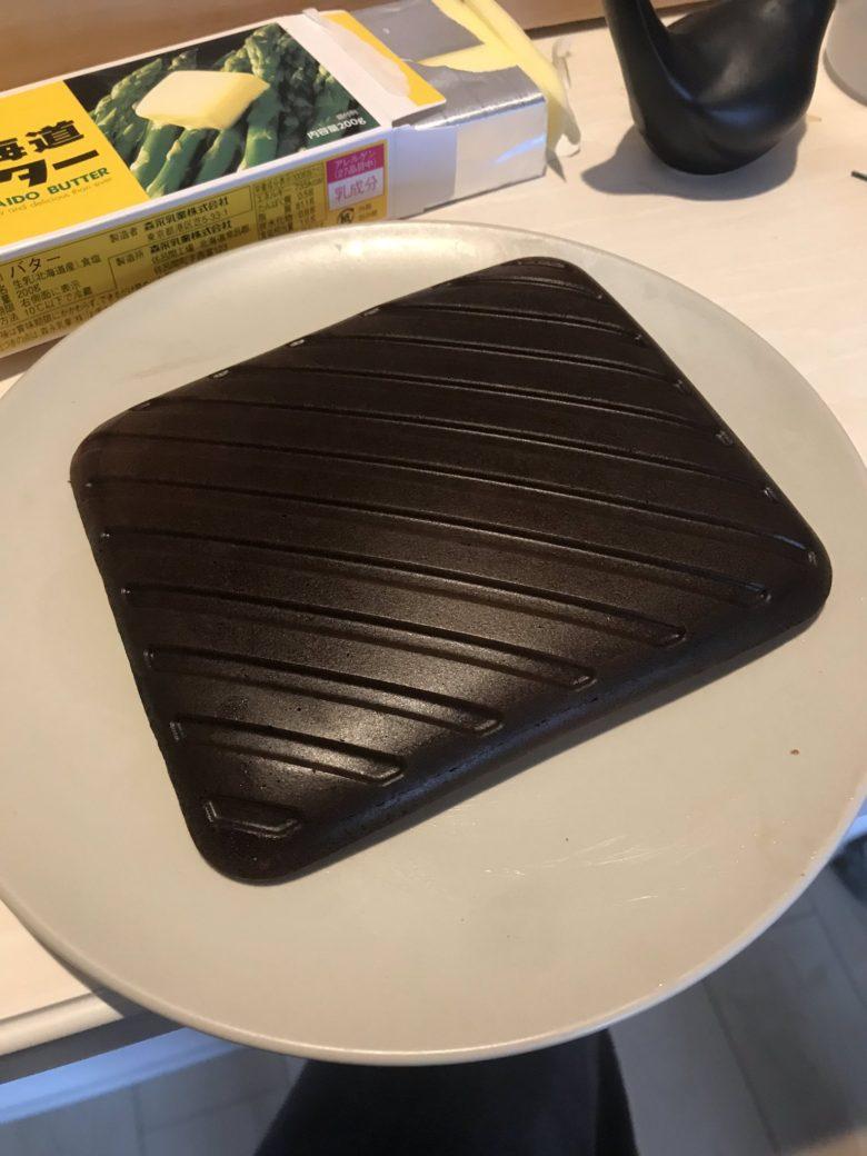 【料理おもしろ画像】ツヤツヤの鉄板のようなパンケーキ(笑)