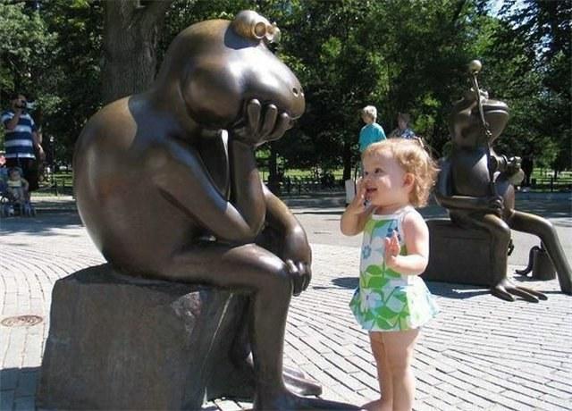 銅像の真似をする子どもがかわいい(笑)