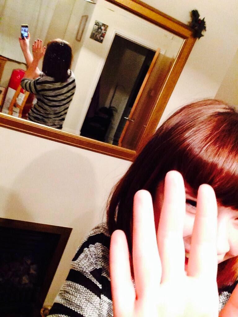【自撮りおもしろ画像】鏡の反射に気付かない、彼氏に撮られた風の自撮り女子(笑)