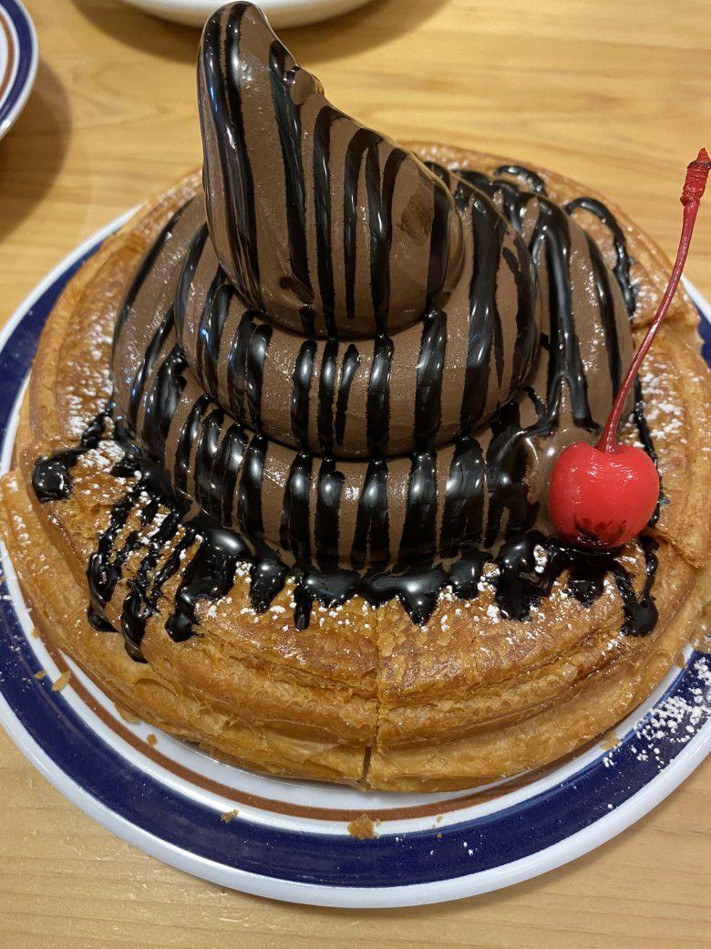 【バレンタインのチョコおもしろ画像】バレンタインのコメダ珈琲店×ゴディバソフトクリームの見た目(笑)