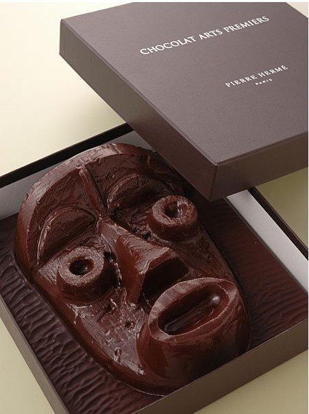 【バレンタインチョコおもしろ画像】バレンタインにピエール・エルメ店員に勧められた謎マスクチョコ(笑)