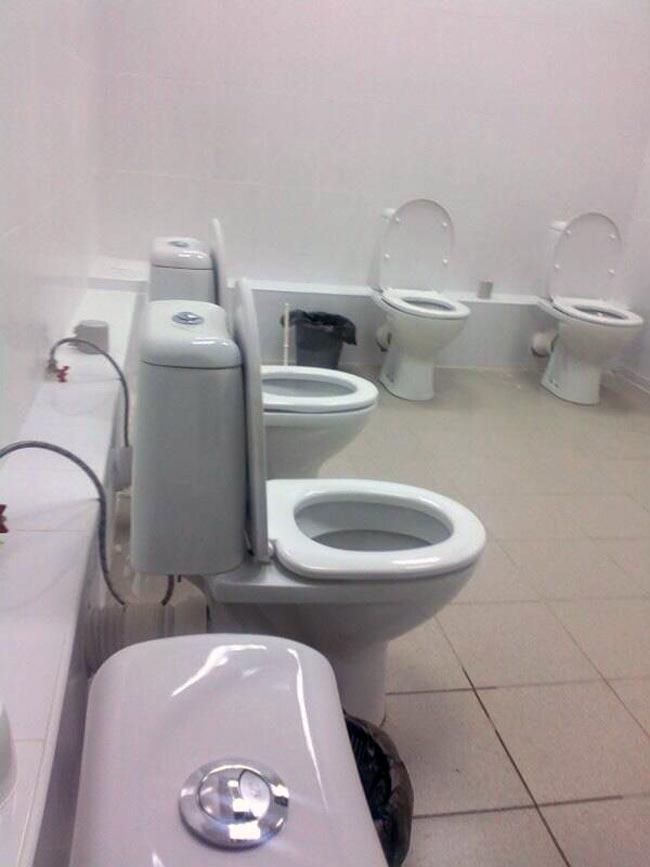【トイレおもしろ画像】仕切りがなくて利用したくないトイレ(笑)