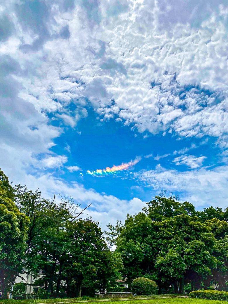 神秘的な虹色の雲「環水平アーク」(笑)