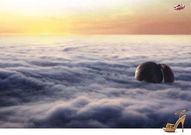 【広告おもしろ画像】ヒールを履いたら雲まで届く靴ブランドの広告(笑)