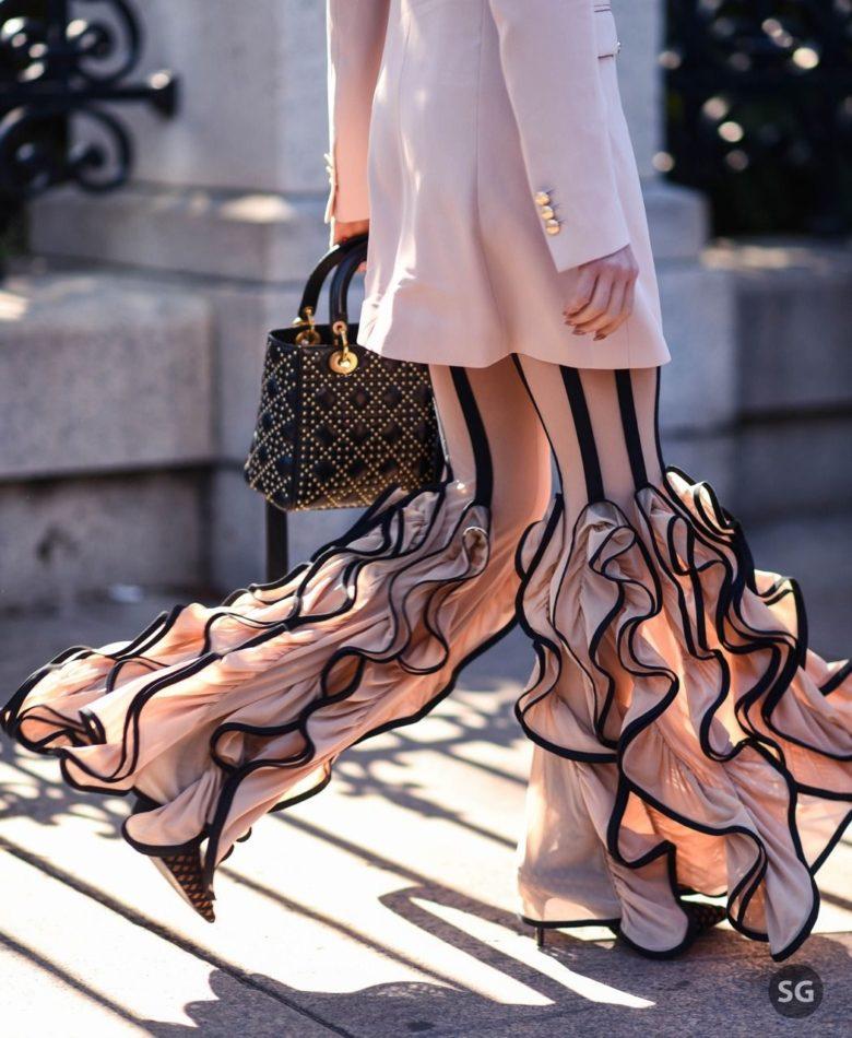 【ファッションおもしろ画像】足のフリルがすごいファッション(笑)