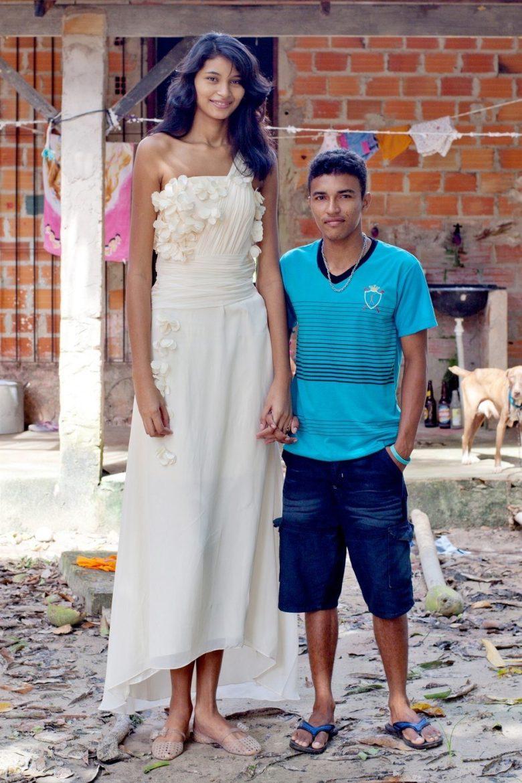 【カップル夫婦おもしろ画像】身長203cmのブラジル人女性Elisane Silvaと彼氏の身長差(笑)