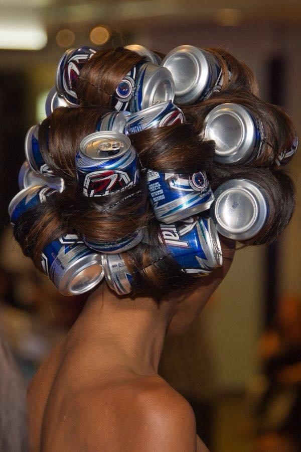 【ヘアスタイルおもしろ画像】空き缶を巻き付けたおもしろヘアスタイル(笑)