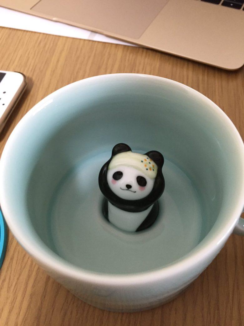 かわいいパンダのマグカップにコーヒーを入れたら(笑)