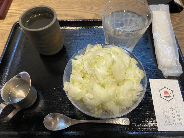 白菜の漬け物に見えるシャインマスカットのかき氷(笑)