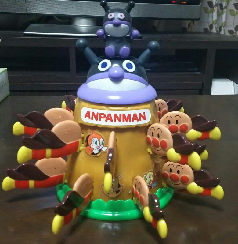 【面白画像】数でばいきんまんを圧倒するアンパンマンの黒ひげ危機一発(笑)
