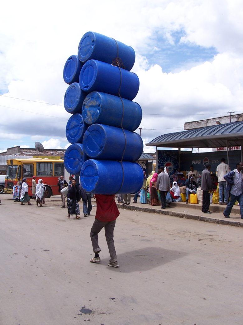 【海外おもしろ画像】エチオピアの過積載な人!