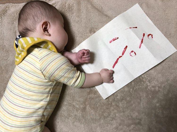 【赤ちゃんおもしろ画像】ダイイングメッセージで「パパ」と残した赤ちゃん(笑)
