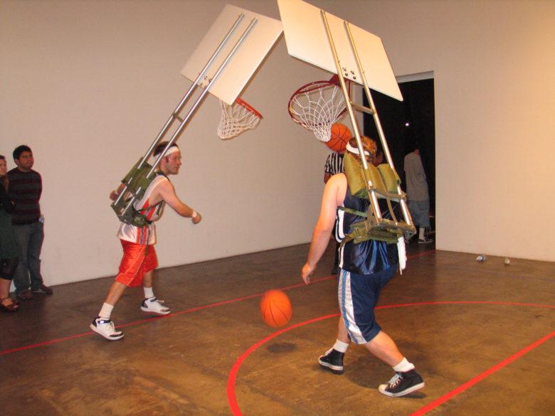 【バスケおもしろ画像】変わったバスケ「Basketball Backpacks」(笑)