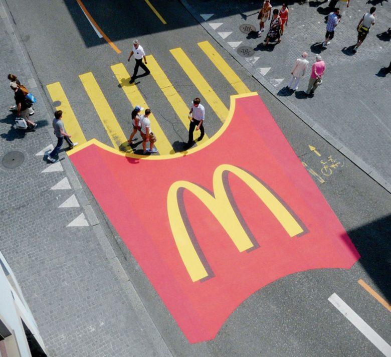 【アイデア広告おもしろ画像】横断歩道をフライドポテトに見立てたマクドナルドの広告(笑)