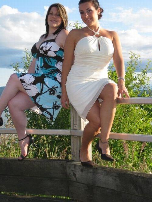 柵の上で写真を撮る美女たちに起きた悲劇(笑)