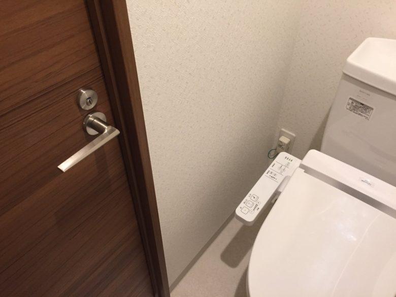 何かがおかしい新築住宅のトイレドア(笑)