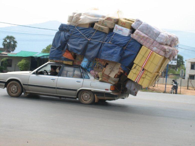 【過積載車おもしろ画像】海外の過積載すぎる車(笑)