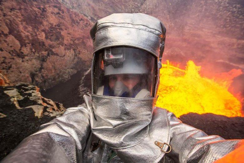 【自撮りおもしろ画像】火山でのエクストリーム自撮り(笑)