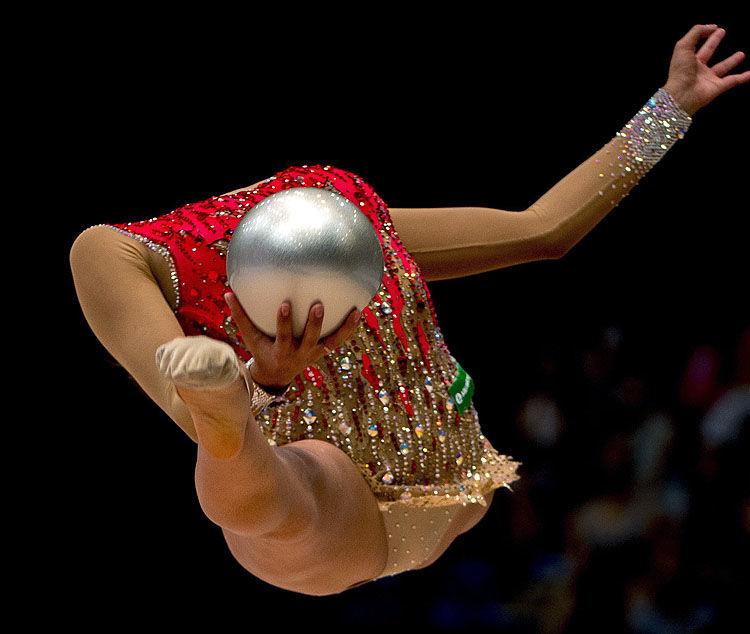 【新体操おもしろ画像】身体が柔らかすぎて頭がなくなる新体操選手(笑)
