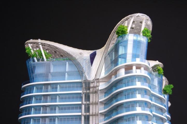 バルコニーにプールがあるインドムンバイの超高層住宅団地(笑)