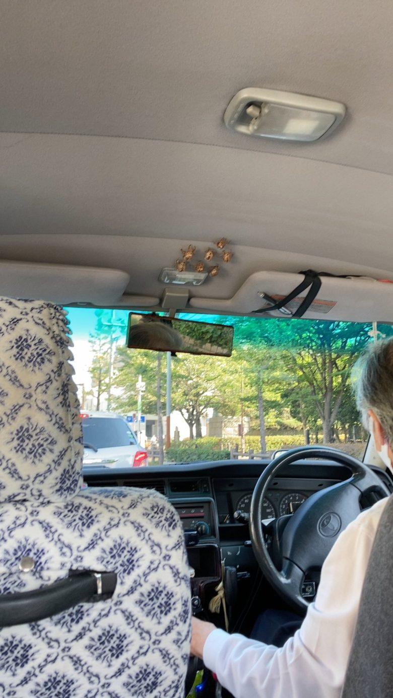 【夏おもしろ画像】セミの抜け殻をコレクションするタクシーの運転手(笑)