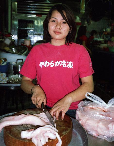 【日本語Tシャツおもしろ画像】外国人が着ている変な日本語Tシャツ「やわらか冷凍」(笑)