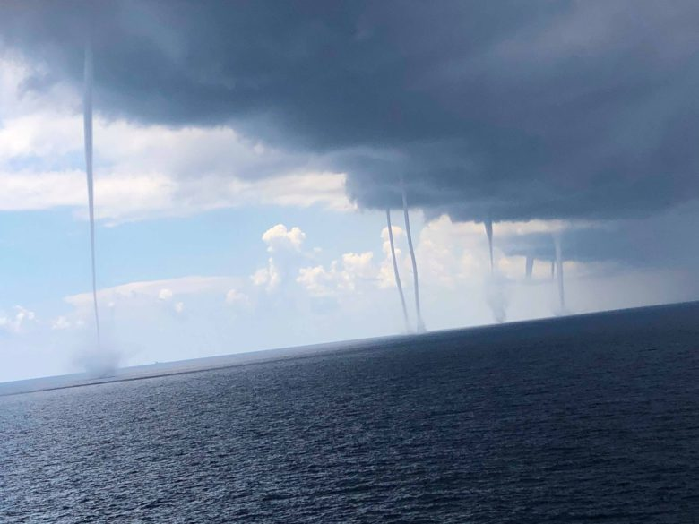 【ウォータースパウト衝撃画像】メキシコ湾で「ウォータースパウト」という水面上に発生した竜巻!