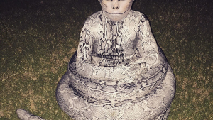 凄い! 息子のためにお母さんが作ったヘビの仮装のクオリティが高すぎます(笑)