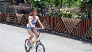 錯覚? 自転車に乗る女性のサドルがどう見ても男性のアレ(笑)