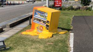 まさに猛暑! 暑すぎて自販機でさえも溶けちゃいます(笑)