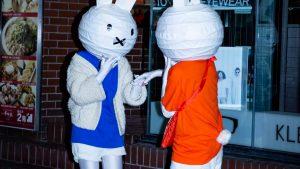 カップル? 渋谷ハロウィンで見かけたミッフィー仮装の発想が素晴らしい(笑)